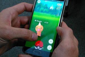 Pokémon GO consiste à capturer des petits monstres virtuels en se déplaçant réellement.