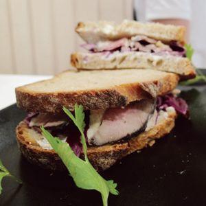 Jambon Beurre (Ier), une sandwicherie artisanale autour du jambon sous toutes ses formes.