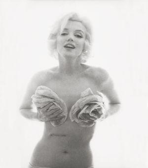 Marilyn Monroe, <i>Black and White Roses, </i>1962(Crédits: Bert Stern / Taschen)