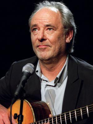 Maxime Le Forestier au Casino de Paris en 2001, ami et admirateur de l'œuvre de Moustaki.