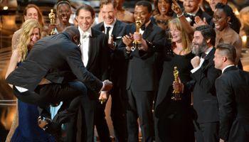 Steve McQueen a sauté de joie en montant sur scène.