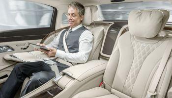 Les deux passagers arrière profitent d'un luxe et d'un espace confondants.