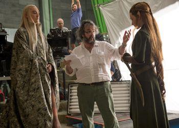 Peter Jackson donne des instructions à Tauriel (Evangeline Lilly), la fausse bonne idée du <i>Hobbit 2</i>?