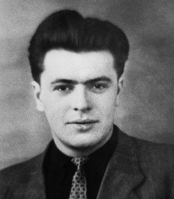 Pierre Mauroy, vers 1948.