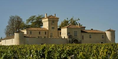 Château Lafaurie-Peyraguey, situé au cœur du Sauternais sur les hauteurs du village de Bommes (Gironde), acquis au début 2014 par Silvio Denz.