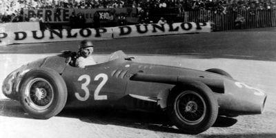 L'Argentin Fangio au volant de la 250 F.