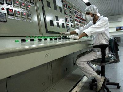 L'Iran reprend l'enrichissement d'uranium, ce qui provoque une grave crise avec l'Occident.