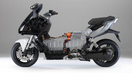 Le boîtier en aluminium abritant la batterie est porteur, il fait office de cadre.