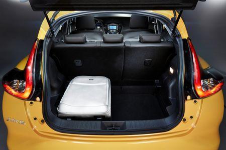 Le plancher du coffre descend d'un cran pour porter sa contenance à 354 litres au lieu de 250 litres.