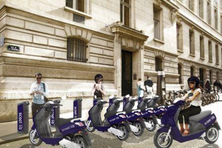 Ce photomontage suggère l'utilisation du Peugeot e-Vivacity fabriqué à Mandeure et vendu 4.299 €.