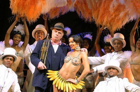 Jérôme Savary au lâcher de rideau de sa comédie musicale <i>À la recherche de Josephine</i>, présentée le 21 novembre 2006 à l'Opéra-Comique.