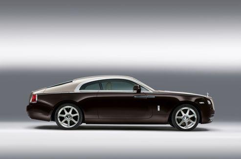 Malgré des performances exceptionnelles, ce long coupé Rolls-Royce propose une approche plus luxueuse que sportive du Grand Tourisme. Il peut embarquer quatre personnes et 470 litres de bagages