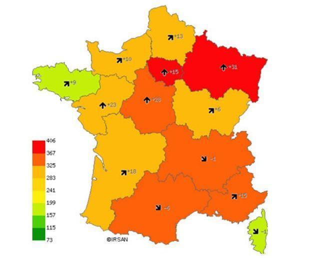 Les couleurs classent les régions selon le nombre de cas pour 100.000 habitants. Les flèches accompagnées d'un chiffre gris, la progression de ce taux entre le 7 et le 13 octobre.
