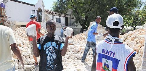Faute d'aide, Haïti reconstruit de bric et de broc