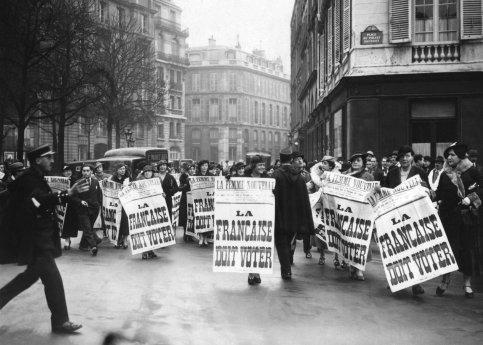 <b> 1930. Mouvement des suffragettes. </b> Les militantes de l'association fondée par Louise Weiss