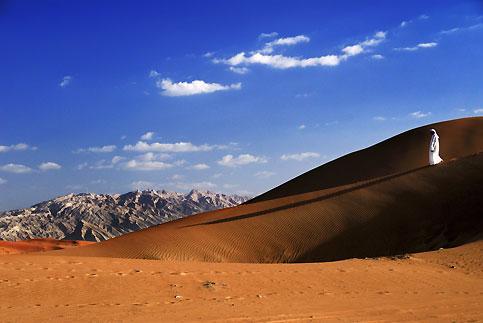 Le site d'al-Aïn, au pied du djebel Hafeet, pour se souvenir qu'avant la découverte de l'ornoir, en 1958, Abu Dhabi n'était qu'un village minuscule cerné par les sables.