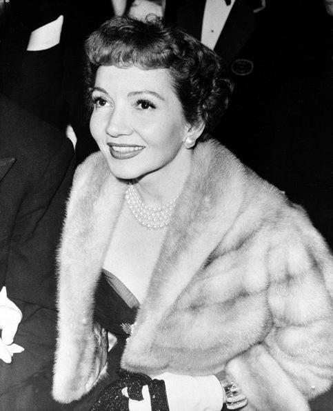 Des Français s'imposent dès l'Age d'or d'Hollywood (1920-1950).  Ayant immigré aux Etats-Unis à l'âge de trois ans, <b>Claudette Colbert</b> devient la star la mieux payée des années 30 et 40 et décroche l'Oscar de la meilleure actrice pour « New York–Miami » de Capra en 1935.