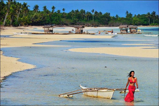 Entre Bornéo et Taïwan s'étale l'un des plus grands archipels de la planète. C'est dans les Visayas, sur la plage de Doljo à Panglao, que nous avons rencontré Mischelle, notre guide sur l'île de Bohol...