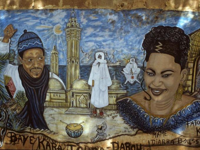 Pape Samb (dit Ppisto Boy). Détail d'une peinture murale. La très populaire chanteuseFatou Binetou Diouf ( ou Fatou Guewel) est ici représentée avec son conseiller spirituel, Serigne Modou Kara.