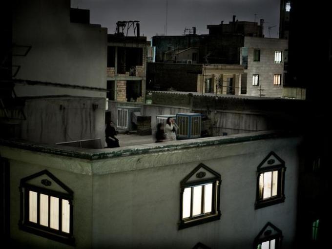 <b>WORLD PRESS PHOTO AWARD -</b>  Le photographe indépendant italien Pietro Masturzo a immortalisé une Iranienne criant son opposition au président Mahmoud Ahmadinejad, depuis le toit-terrasse d'un immeuble de Téhéran.