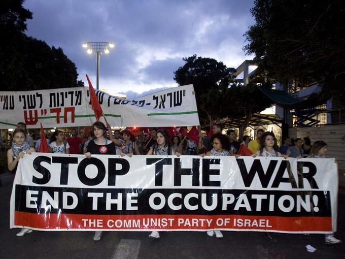 Plus de 7.000 manifestants ont défilé dans le centre de Tel-Aviv samedi soir, dénonçant un