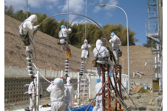 Les équipes techniques de la compagnie gestionnaire du site, Tokyo Electric Power (Tepco), tentent depuis le 12 mars de rétablir l'alimentation électrique de la centrale. Le courant est nécessaire afin de remettre en service les stations de pompage du système de refroidissement des réacteurs.