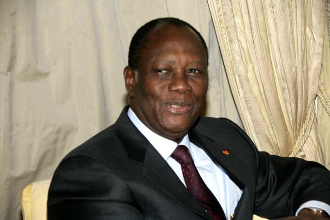Né en 1942, Alassane Dramane Ouattara est originaire du nord musulman de la Côte d'Ivoire, dans un pays chrétien où les sudistes dominent. Il grandit au Burkina Faso, où son père développe des activités commerciales, puis poursuit ses études aux Etats-Unis, où il obtient un doctorat en économie à l'université de Pennsylvanie. <br/><i>Alassane Ouattara, le 11 mars 2011, lors d'une rencontre avec le président du Nigeria Goodluck Jonathan.</i>