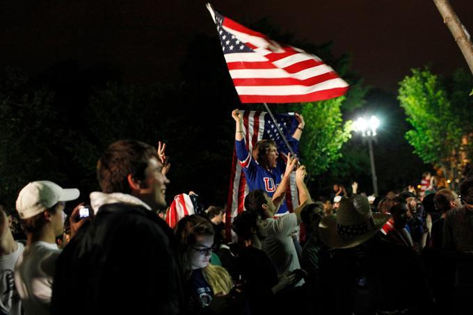 Dès l'annonce du  président  Obama confirmant le décès d'Oussama Ben Laden, une foule en liesse s'est rassemblée devant la Maison-Blanche, à Washington..