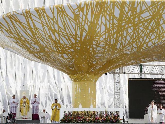 À 84 ans, Benoît XVI a célébré dimanche matin la messe de clôture des JMJ sur l'aérodrome de Cuatro Vientos près de Madrid.