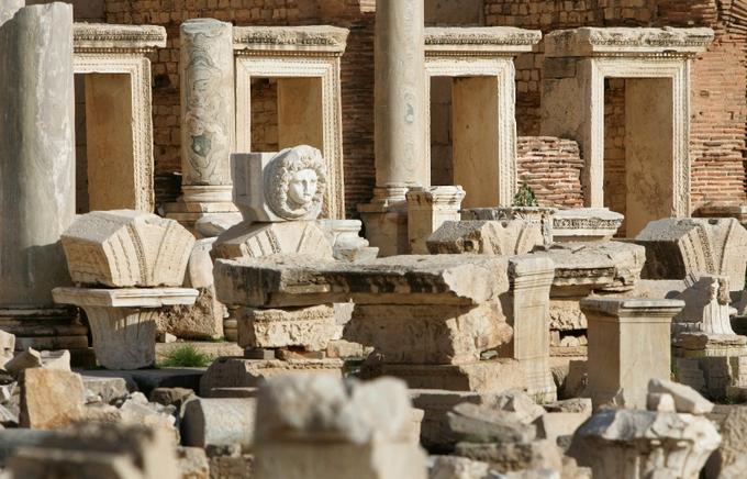 En mars, l'Unesco appelait le régime libyen et les forces de la coalition à épargner les sites classés. Leptis Magna était l'un des principaux comptoirs phéniciens avant de devenir, au premier siècle, l'une des plus belles villes de l'Empire romain. Le site n'a pas été endommagé par les combats.