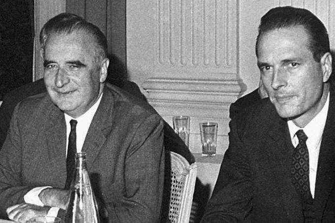 Après sa sortie de l'ENA en 1959, Jacques Chirac devient auditeur pour la cour des Comptes. Proche du mouvement gaulliste et de Georges Pompidou, il se lance dans la politique en 1965 : il est élu Conseiller municipal de Sainte-Féréole, en Corrèze, berceau de sa famille. Deux ans plus tard, Pompidou l'envoie de nouveau en Corrèze pour reprendre une circonscription tenue par l'opposition. Chirac l'emporte de haute lutte et devient député. Un mois plus tard Georges Pompidou lui offre un strapontin dans le gouvernement, avec le poste de Secrétaire d'État à l'Emploi.