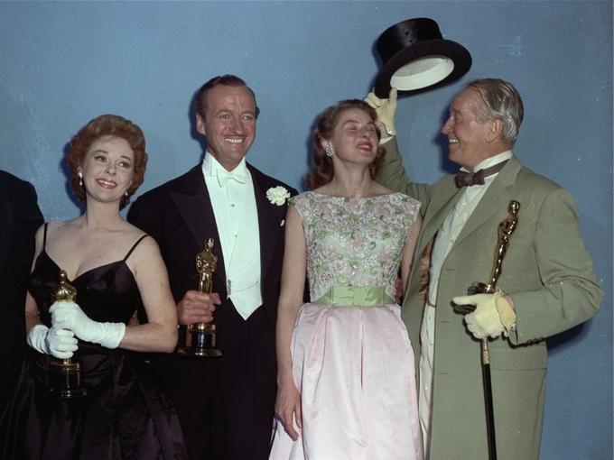 Des Français s'imposent dès l'Age d'or d'Hollywood (1920-1950). Le chanteur<b> Maurice Chevalier</b> incarne le gentleman français dans les films américains. L'artiste avait appris l'anglais dans un camp de prisonniers en Allemagne durant la Première guerre mondiale en côtoyant des soldats britanniques. Ses performances dans «La grande mare» et «Paroles d'amour» lui valent en 1930 une nomination à l'Oscar du meilleur acteur. Maurice Chevalier repartira avec un Oscar d'honneur pour l'ensemble de sa carrière en 1959 (photo).