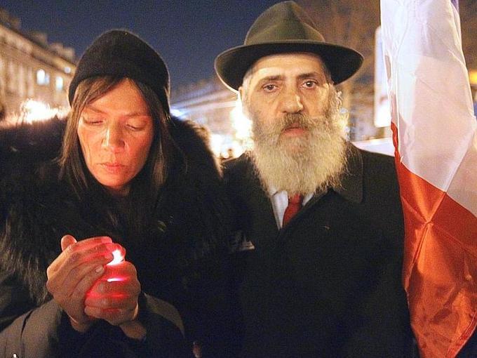La communauté juive de France, la plus nombreuse d'Europe occidentale, était sous le choc lundi après l'attaque antisémite qui a fait quatre morts, dont trois enfants à Toulouse.