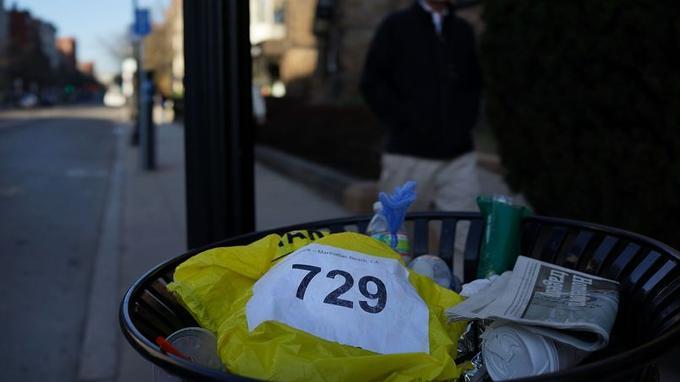 À 14h50, ce lundi, deux bombes, apparemment placées dans des poubelles, ont explosé à quelques secondes d'intervalle.