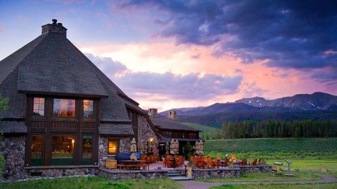 Le Devil's Thumb Ranch situé en pleine montagne accueille ses clients au coeur d'un domaine immense et préservé.