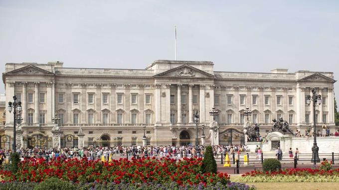 Deux hommes sont soupçonnés d'avoir voulu voler les bijoux du couronnement d'Elizabeth II.