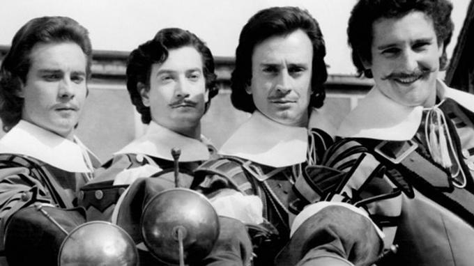 Jacques Toja (Aramis), Gérard Barray (d'Artagnan), Georges Descrières (Athos), Bernard Woringer (Porthos).
