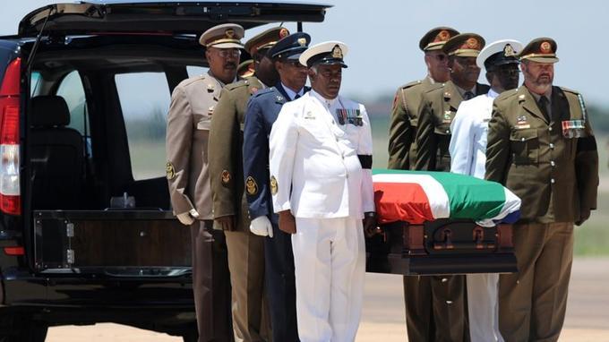 La dépouille de Mandela a quitté Pretoria, samedi.