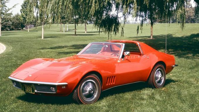 La troisième génération de la Chevrolet Corvette lancée en 1968 s'inspire directement du concept Mako Shark II dévoilé à New York en avril 1965.
