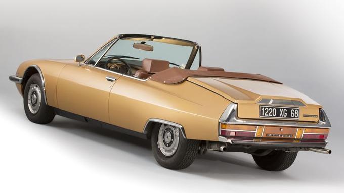 Un coffre classique a été aménagé, ce qui procure à la voiture une silhouette tricorps.