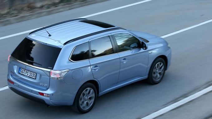 Extérieurement, à par les sigles, rien ne différencie cette version hybride rechargeable de la diesel.