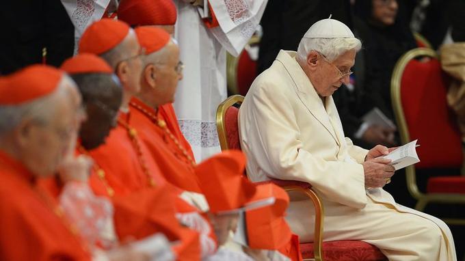 Cette apparition publique de Benoît XVI est une première depuis sa renonciation.