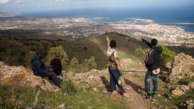 Des milliers d'immigrés rêvent chaque année d'entrer à Melila, enclave espagnole au Maroc.