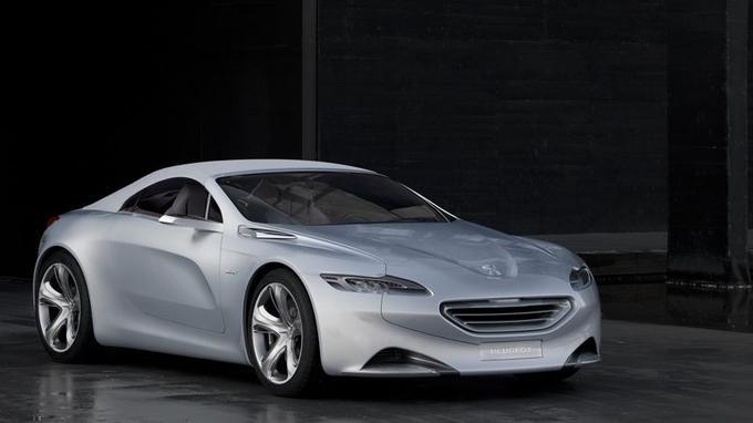 Les designers de Peugeot se sont largement inspirés de l'étude du roadster SR1 pour élaborer Exalt.