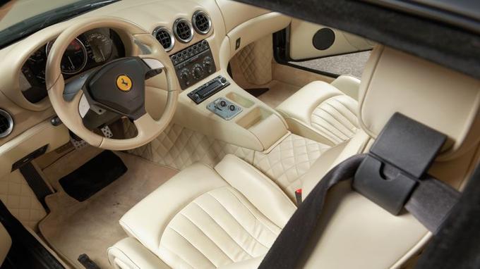 L'ambiance intérieure de la Ferrari 575 GTZ a été entièrement revue par Zagato.