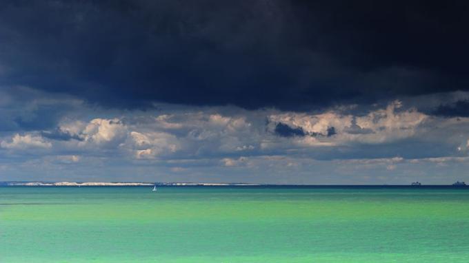 Depuis le cap Blanc-Nez, l'on peut apercevoir les côtes anglaises.