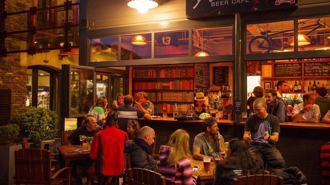 L'Atlas Beer Cafe propose une belle carte de bières artisanales à déguster dans une atmosphère typiquement néo-zélandaise.