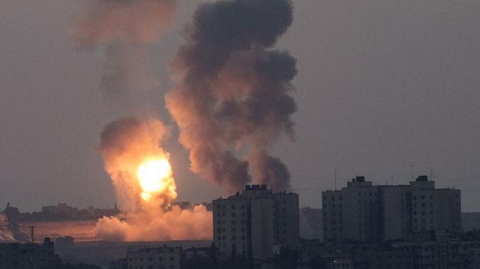 Le 8 juillet: l'armée israélienne lance l'opération «Bordure protectrice» pour faire cesser les tirs de roquettes du mouvement islamiste palestinien Hamas. Le lendemain, des tirs de roquettes visent Tel-Aviv et Jérusalem.