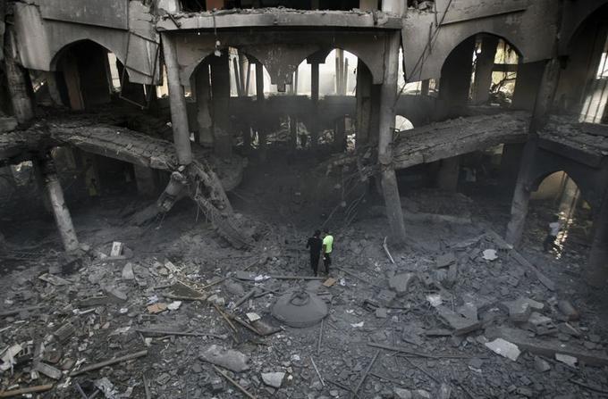24 août, bande de Gaza. Un centre commercial de Rafah après une frappe de l'armée israélienne.