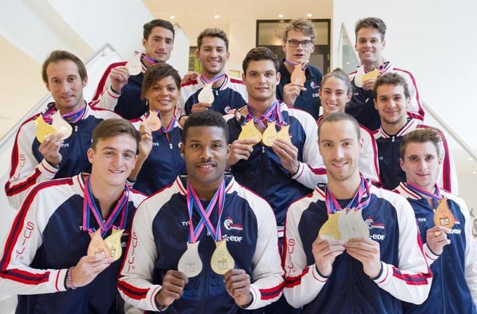 La France revient des championnats d'Europe de natation 2014 avec douze médailles, dont cinq en or. Au centre, avec quatre médailles d'or, Florent Manaudou.